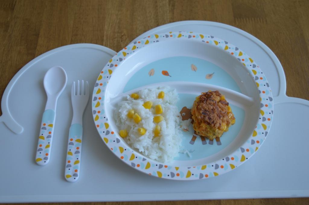 Kinder Mittagessen mit reis und mais